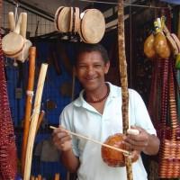 Glasbeno popotovanje iz samega sebe z inštrumenti iz celega sveta